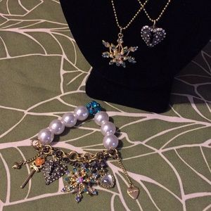 Betsy Johnson snow ❄️ and heart necklace/bracelet